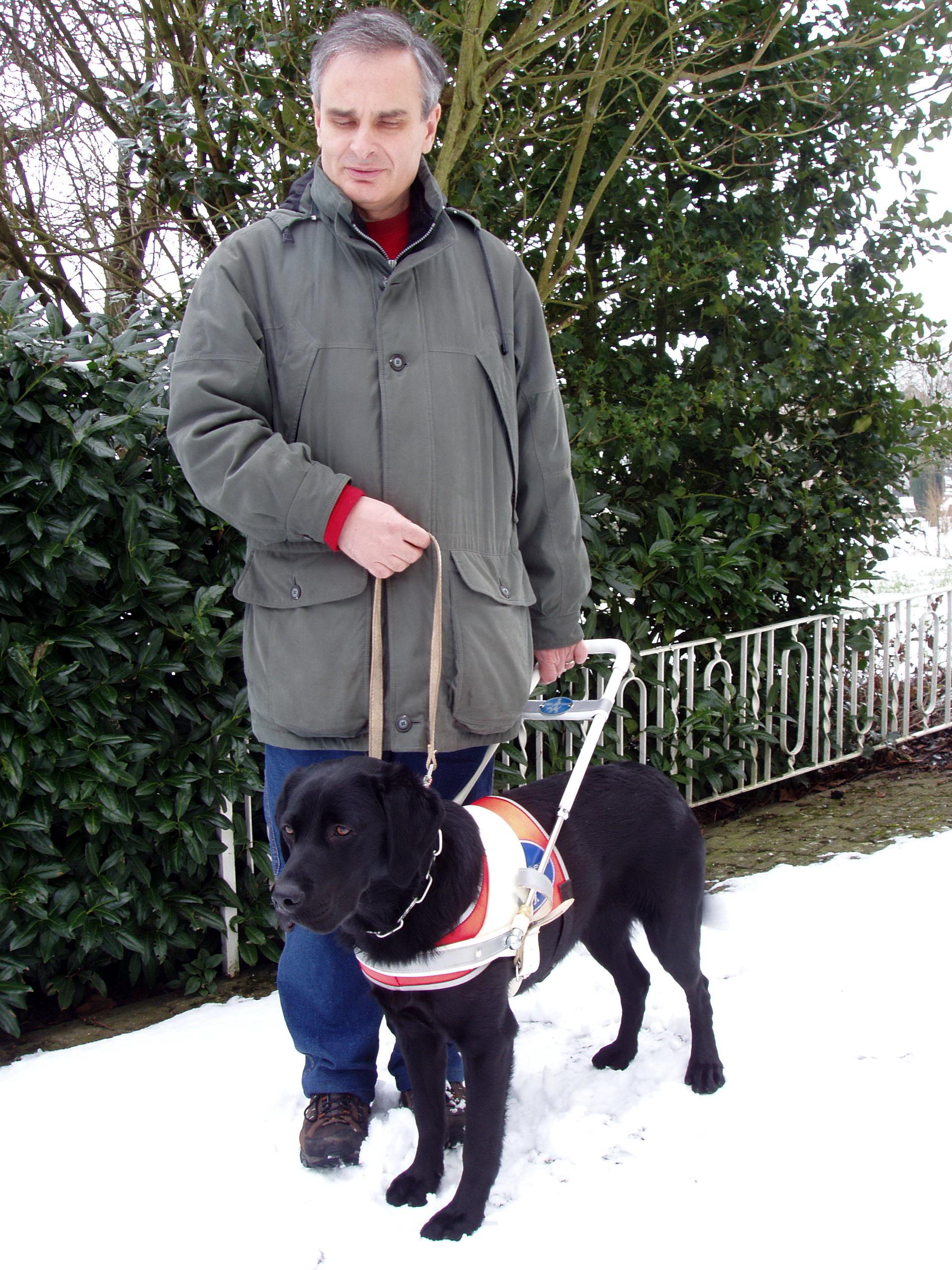 Reiner Burgard mit Blindenführhund Lisa